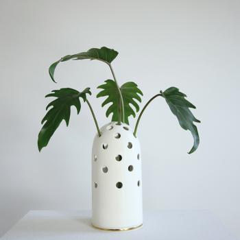 vases, porcelain_and_ceramics, interior-design, LARGE VASE FLY'S EYE | WHITE WITH GOLDEN RIM - Krafla D BZ 1 1000x667 350x350