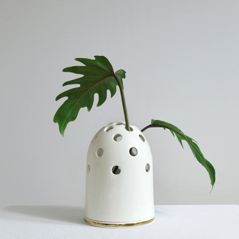 vasen, porzellan_und_keramik, wohnen, KLEINE VASE FLY'S EYE | WEIß MIT GOLDENEM RAND - Krafla M BZ 1 1000x667 470x470