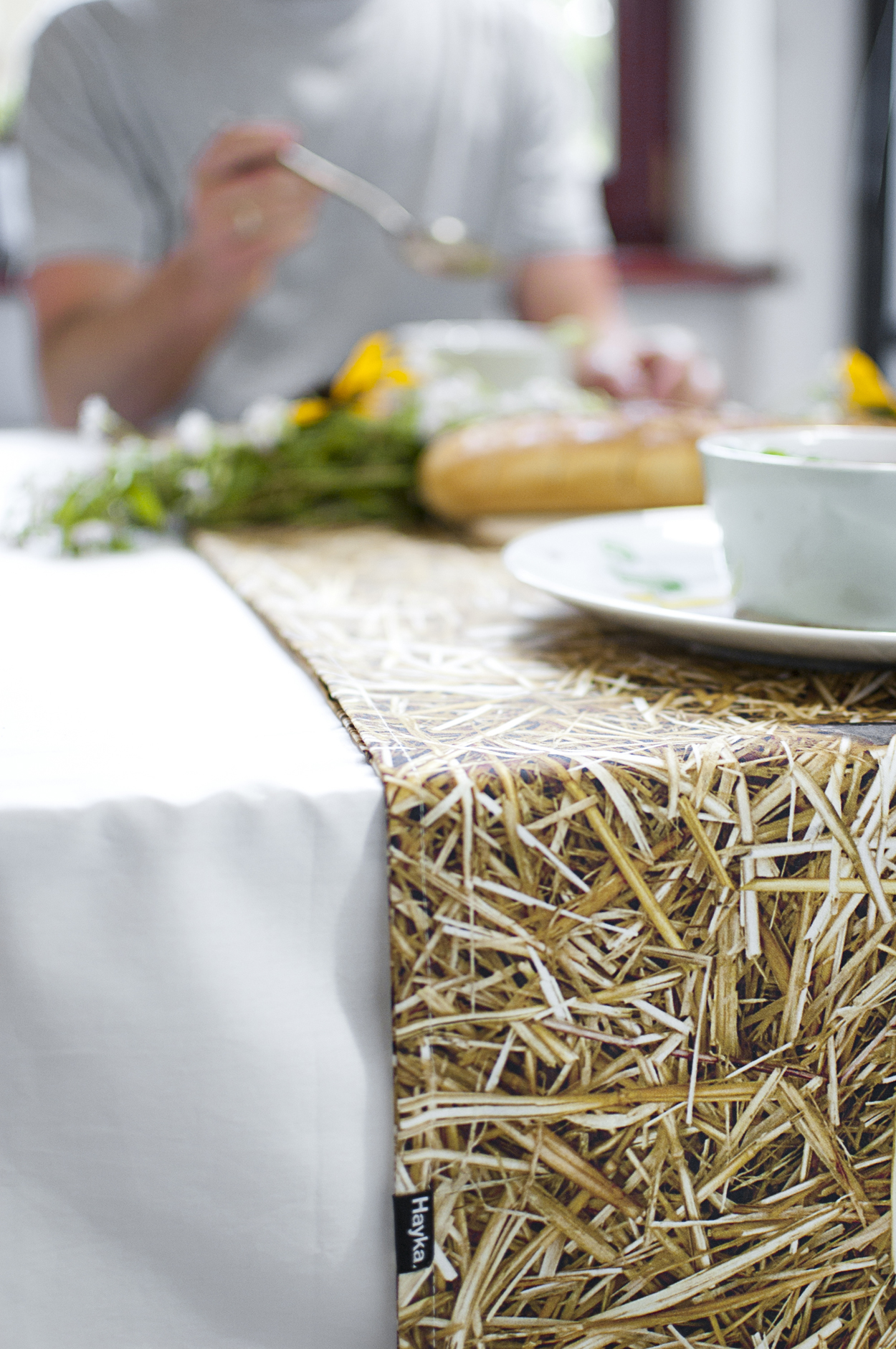 straw_table runner_1