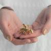 figuren, porzellan_und_keramik, wohnen, GOLDENES GLÜCKSSCHWEINCHEN FIGUR - swinka rece2 100x100