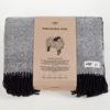 wohntextilien, wohnen, decken-und-ueberwuerfe, SCHURWOLLDECKE RURU SCHWARZ - RURU black packaging 1 100x100