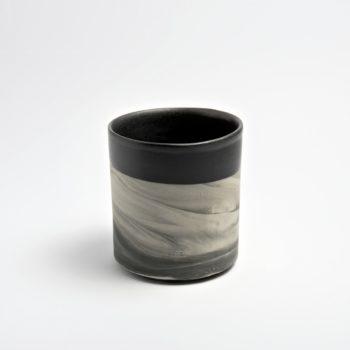 wohnen, wohnaccessoires, tassen, porzellan_und_keramik, blumentoepfe, BECHER MARBLED BLACK 500 - MUG 500 350x350