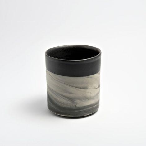 tassen, porzellan_und_keramik, wohnaccessoires, wohnen, blumentoepfe, BECHER MARBLED BLACK 500 - MUG 500 470x470