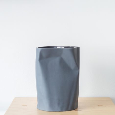 vasen, porzellan_und_keramik, wohnen, NIEDRIGE VASE BENT SCHWARZ - QY1C8532 2 470x470