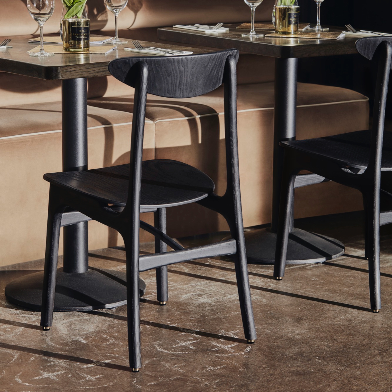 200-190-Chair-Timber-W04-in-Restaurant-002