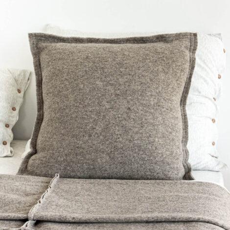 home-fabrics, pillows, interior-design, CUSHION GREAT TAUPE - 4332 f47ab8c93019a1814c6cc61ee4086e065da089d6ef3d75 01225531 470x470